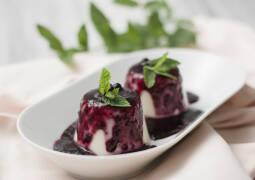 Veganes Rezept: Kokos-Zitronen Pudding mit Heidelbeerkompott