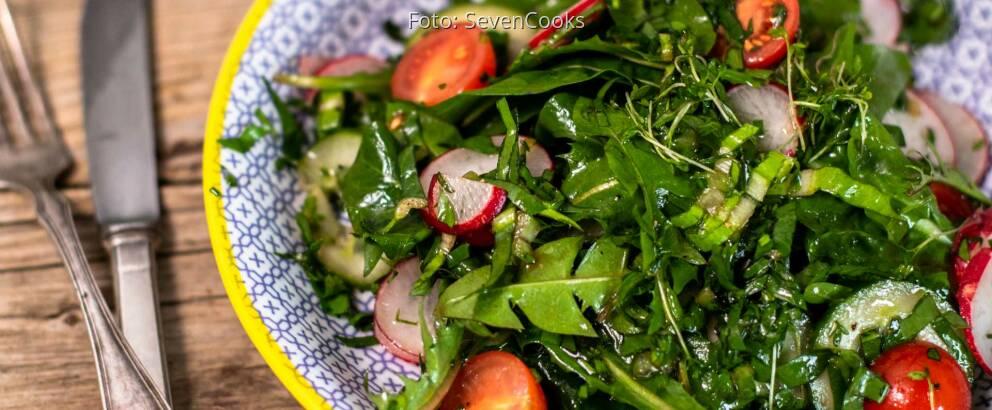 Veganes rezept: Löwenzahn Beilagensalat 1