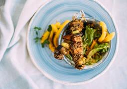 Veganes Rezept: Masala-Spieße im Gomasiomantel