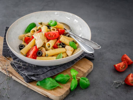 Veganes Rezept: One Pot Pasta mit Tomaten, Kapern und Artischocken 1