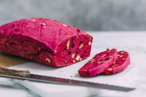 Veganes Rezept: Pinkes Nussbrot 1