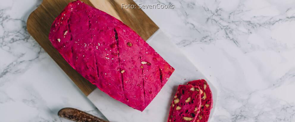 Veganes Rezept: Pinkes Nussbrot 3