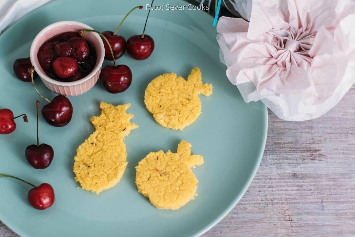 Veganes Rezept: Polentaplätzchen mit Kirschgrütze_1