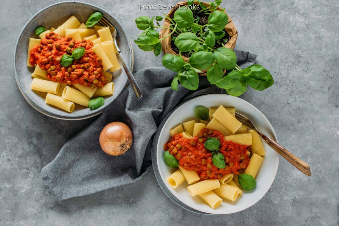 Veganes Rezept: Rigatoni mit Tomaten-Erbsen-Soße 1
