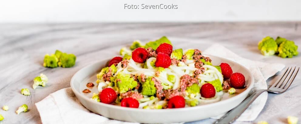 Veganes Rezept: Romanesco-Salat mit Kohlrabizoodles 2