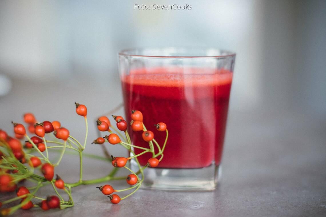 Veganes Rezept: Roter Apfel-Karottensaft