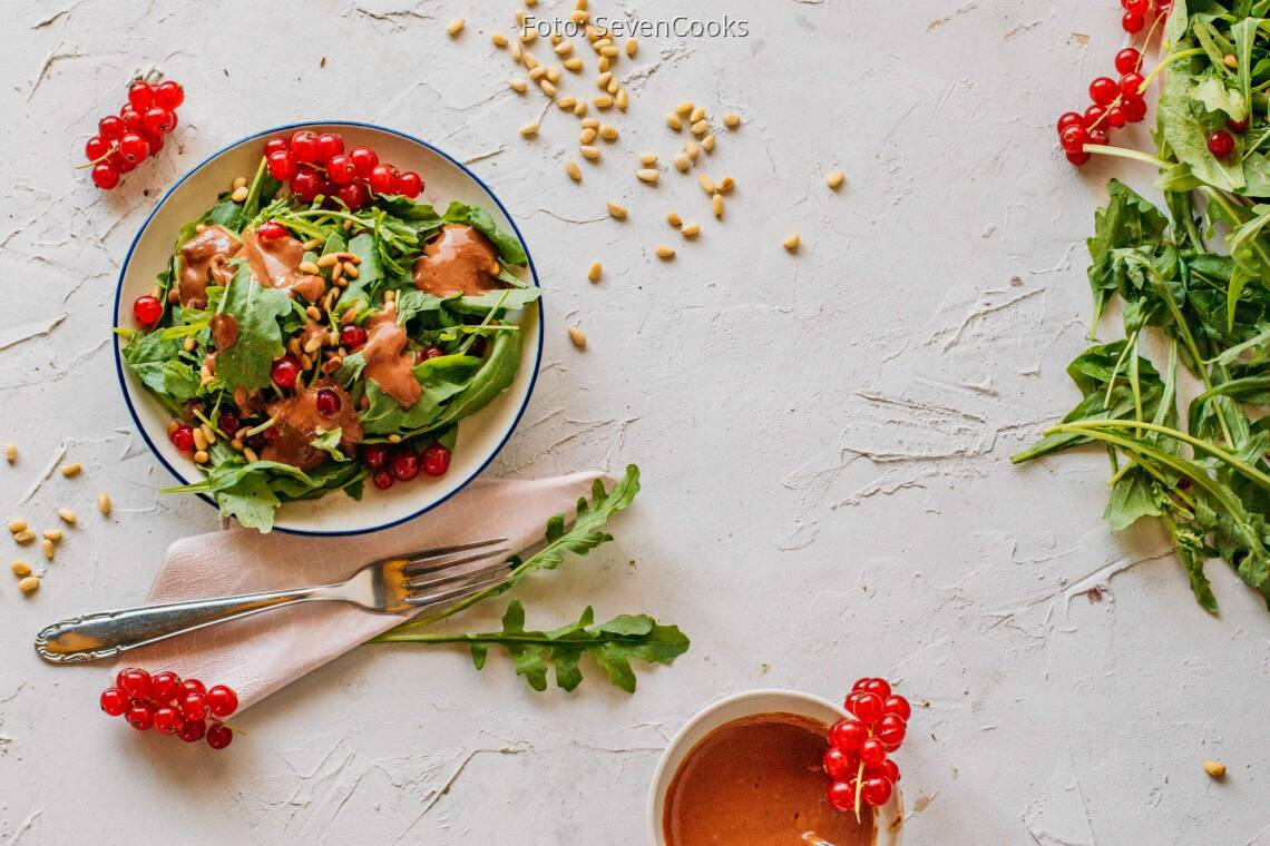 Veganes Rezept: Rucolasalat mit Johannisbeerdressing 1