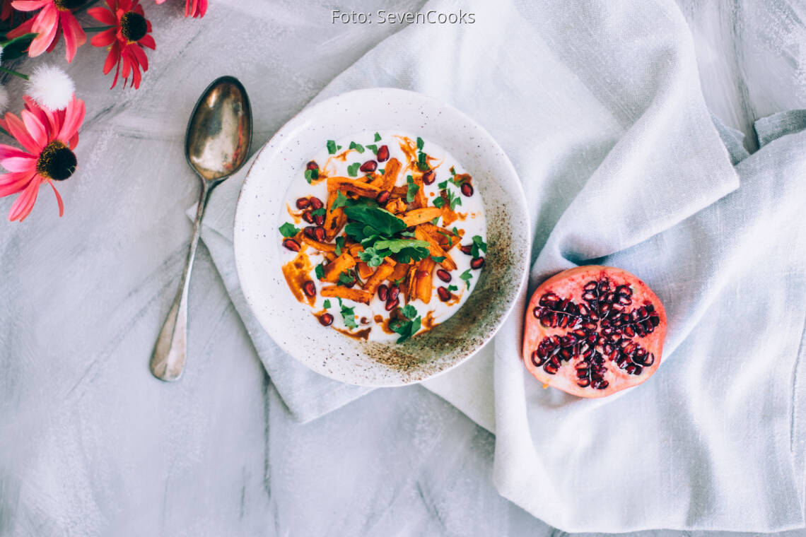 Veganes Rezept: Savory Joghurt mit Harissa Karotten