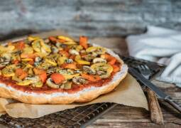 Veganes Rezept: Schnelle Fladenbrotpizza mit Antipasti 1