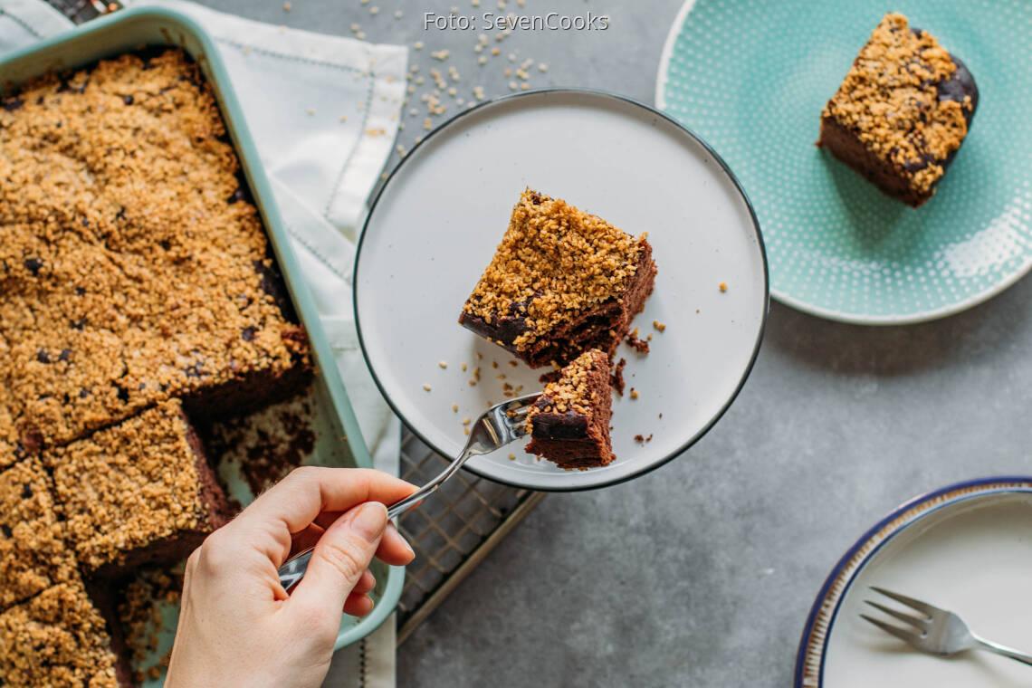 Veganes Rezept: Schoko-Bananenkuchen mit Sesamkrokant 1