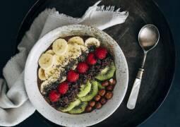 Veganes Rezept: Schokoladen-Haselnuss-Smoothie-Bowl 1