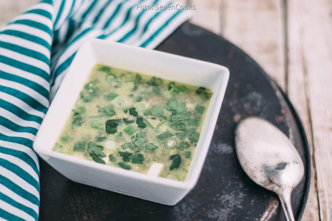 Veganes Rezept: Selbst gemachte Gemüsebrühe mit Einlage 1