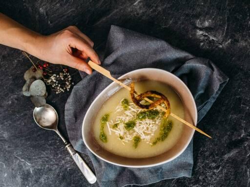 Veganes Rezept: Selleriesuppe mit Tempeh-Sticks 1