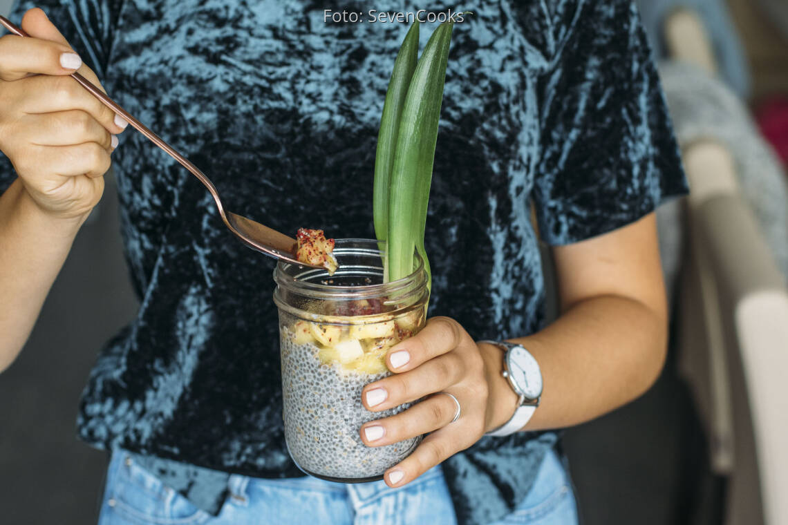 Veganes Rezept: Sesam-Chiapudding mit Ananas