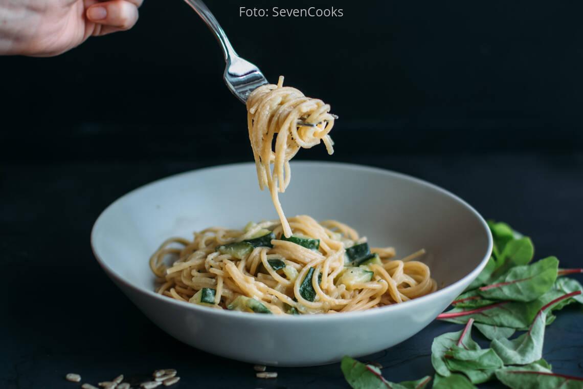 Veganes Rezept: Spaghetti mit veganer Zucchinisoße_2