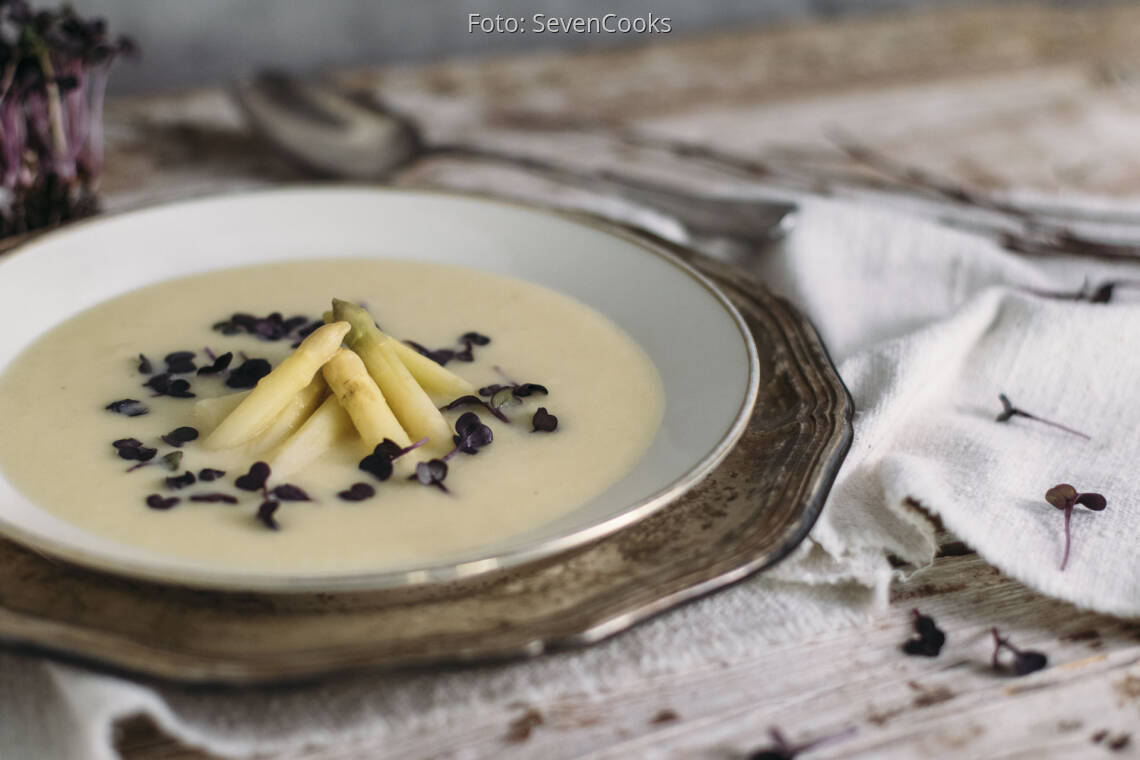 Veganes Rezept: Spargelsuppe mit Rettichkresse und blanchiertem Zitronenspargel 1