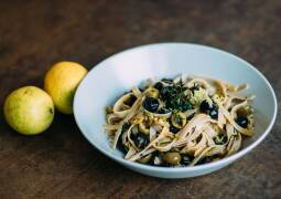Veganes Rezept: Tagliatelle mit Zitronen und Oliven