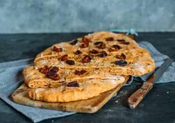 Veganes Rezept: Tomaten-Oliven-Focaccia 1