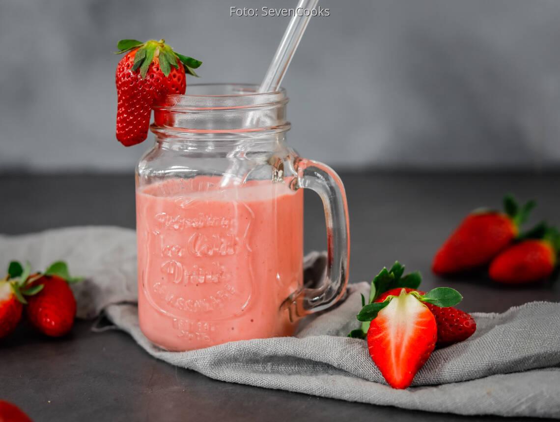 Veganes Rezept: Trinkjoghurt mit Erdbeeren