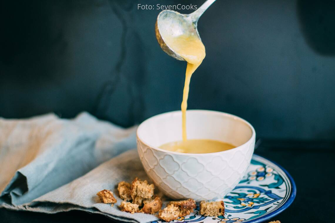 Veganes Rezept: Vegane Kartoffelsuppe mit Croutons