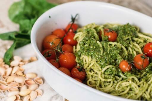 Spaghetti mit veganem Spinat-Pistazien-Pesto