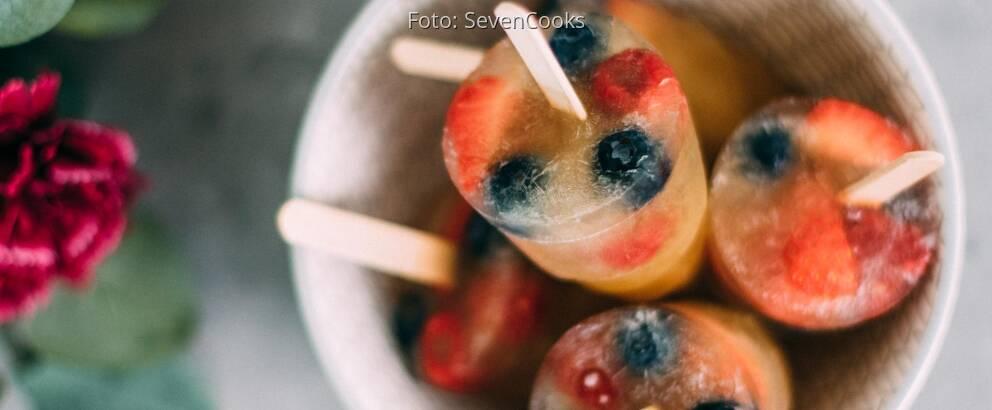 Veganes Rezept: Wassereis aus Jasmintee mit frischen Beeren_1