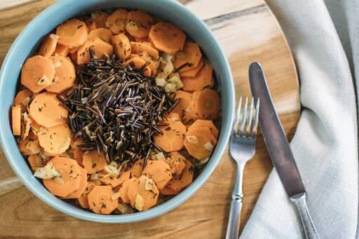 Veganes Rezept: Wildreis mit Karotten-Thymian-Gemüse 1