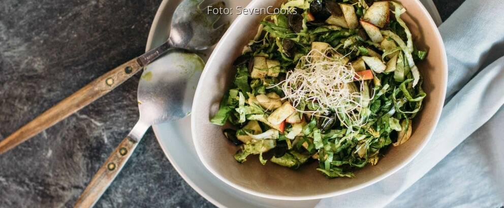Veganes Rezept: Zuckerhut-Salat mit Kürbiskernöl 2