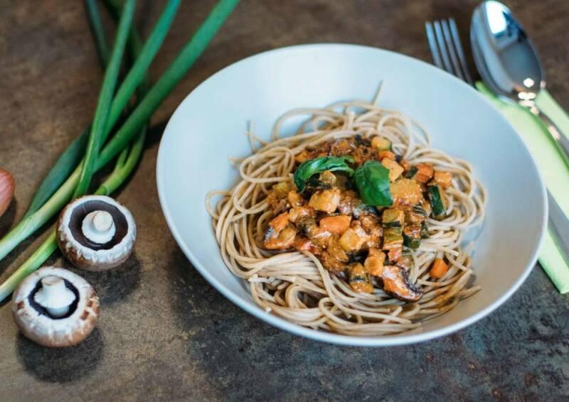 Leckere Vollkornspaghetti mit Pilzen bieten Genuss und sättigen ausreichend.