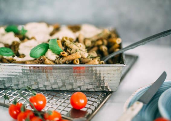 Vegetarisch durch die Woche mit Kichererbsen-Nudeln und gerösteten Auberginen