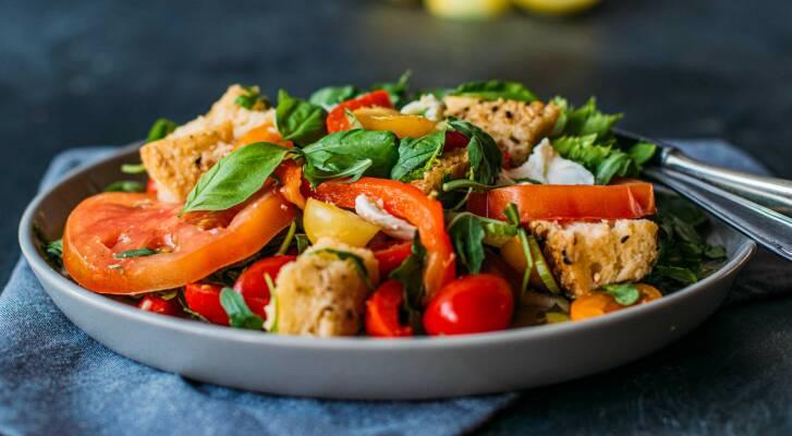 Vegetarisch durch die Woche mit Steinpilzrisotto und Tomaten-Brotsalat