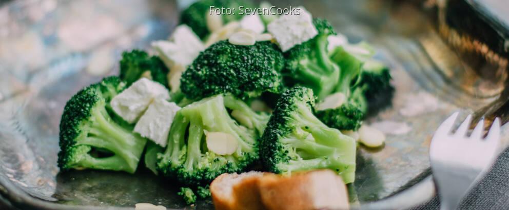 Fertiges Rezept: Brokkoli mit Mandelblättchen und Feta_2