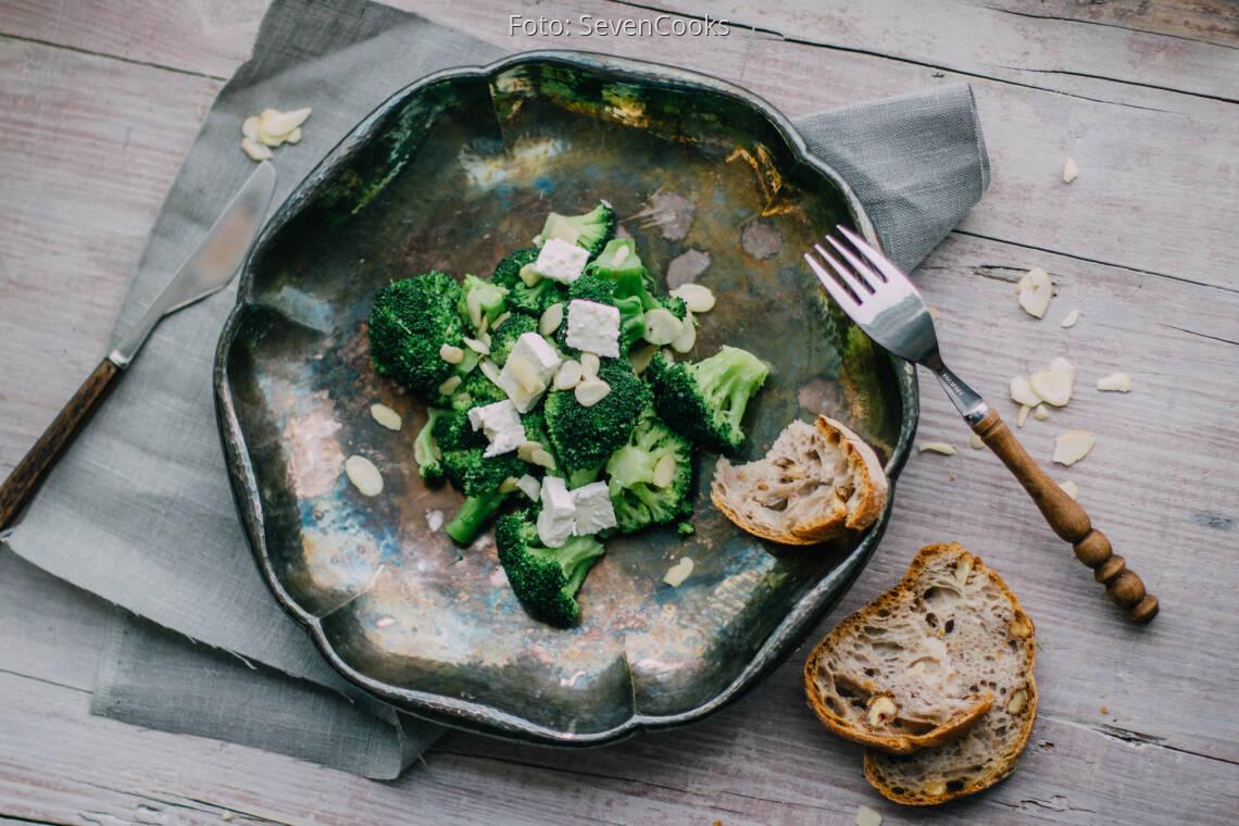 Fertiges Rezept: Brokkoli mit Mandelblättchen und Feta_1