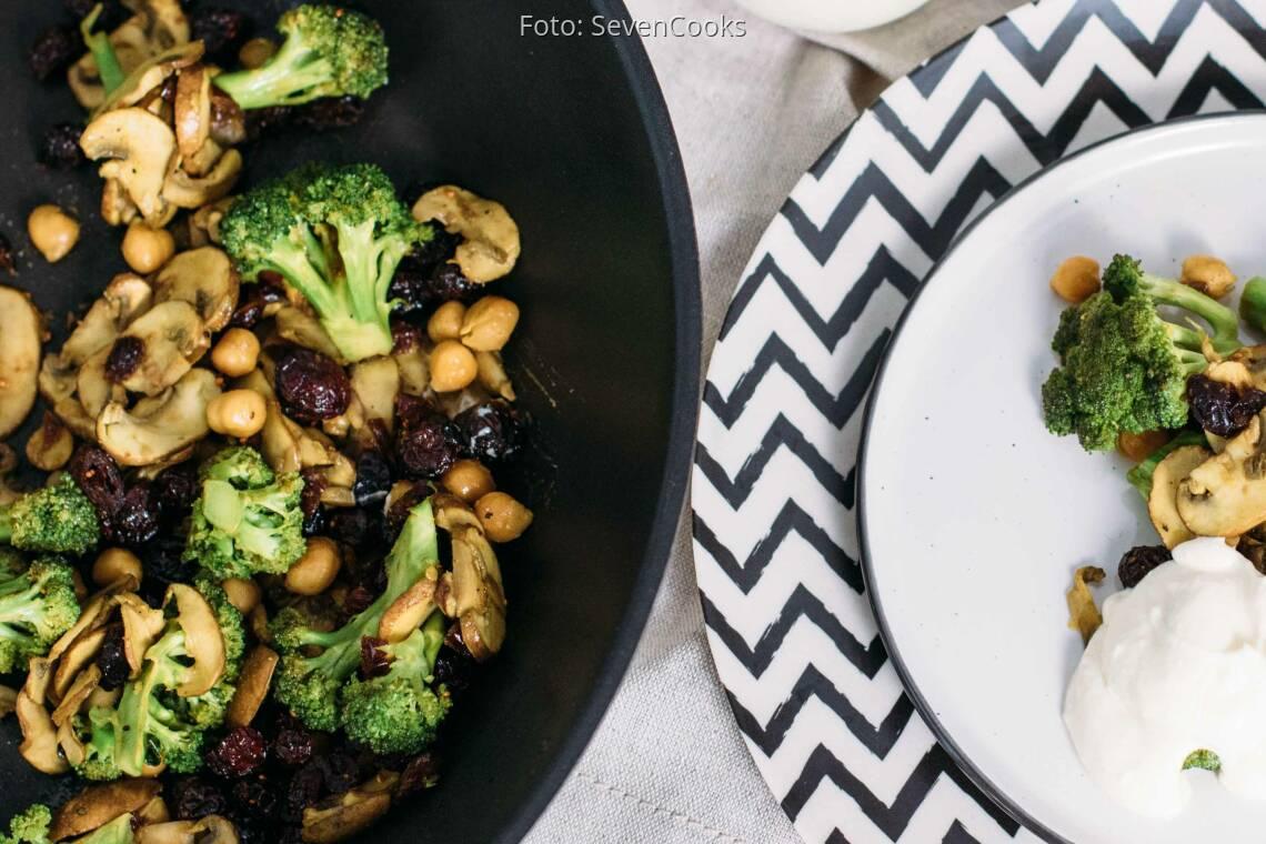 Vegetarisches Rezept: Brokkoli Pfanne mit Dip
