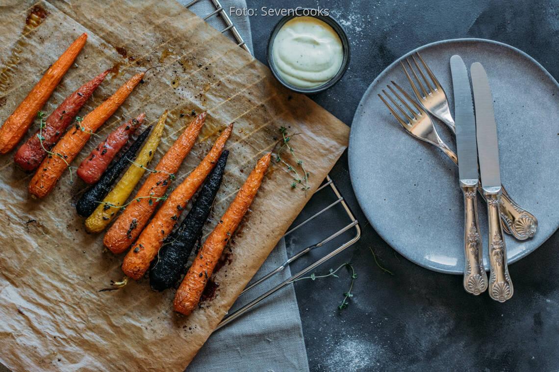 Vegetarisches Rezept: Bunte Möhren aus dem Ofen