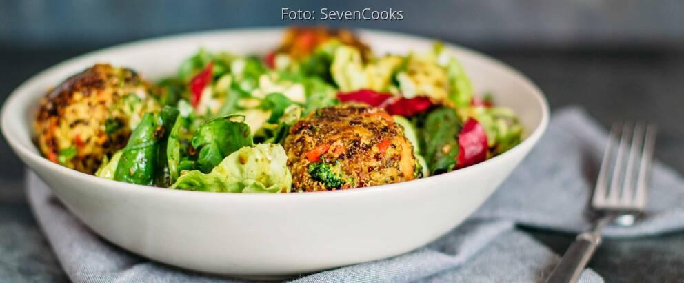 Vegetarisches Rezept: Bunte Quinoabällchen mit Curry-Dip 3
