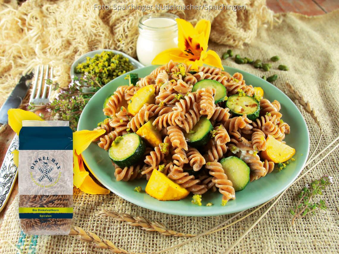 Vegetarisches Rezept: Dinkelvollkorn Spiralen mit Zucchini und Thymian-Gremolata von DINKEL MAX