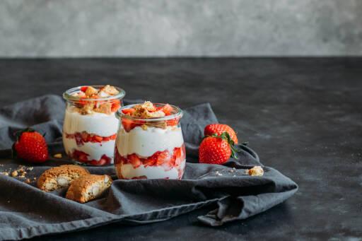 Vegetarisches Rezept: Erdbeer Dessert mit 3 Zutaten 1