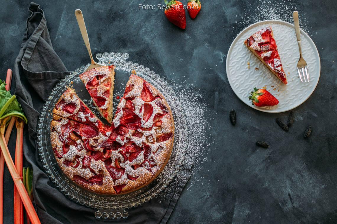 Vegetarisches Rezept: Erdbeer-Rhabarber-Kuchen