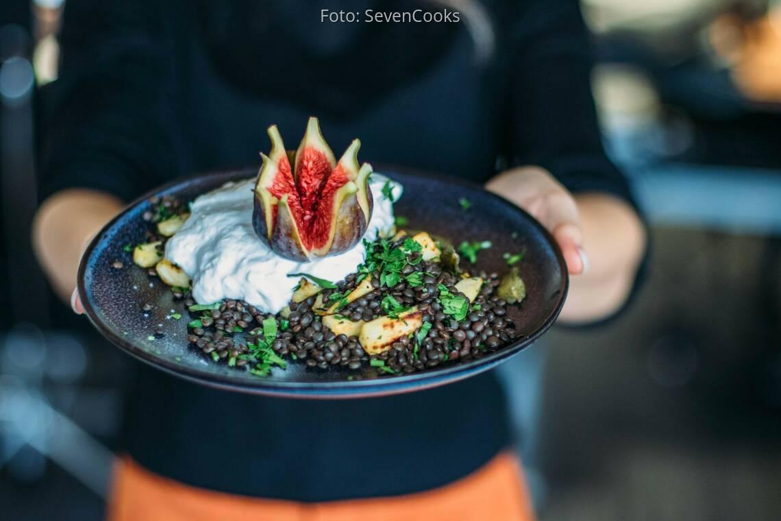 Vegetarisches Rezept: Feige an cremiger Burrata und Linsenbett 1
