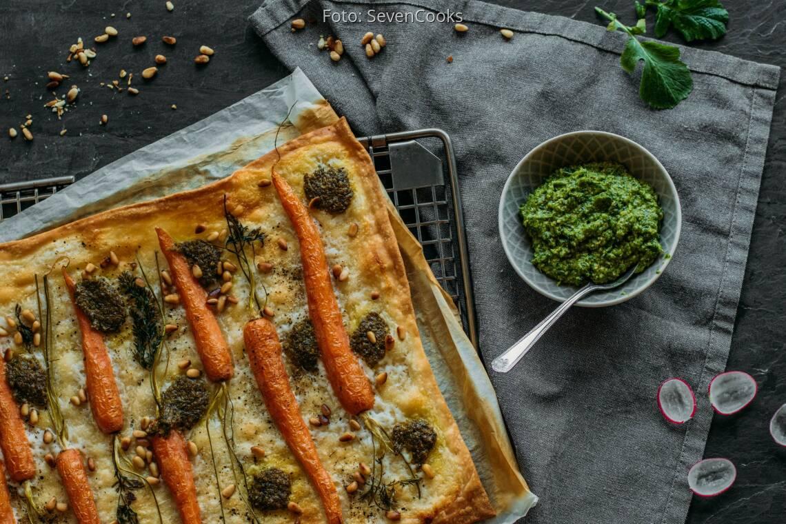 Vegetarisches Rezept: Flammkuchen mit Radieschenpesto und Möhren