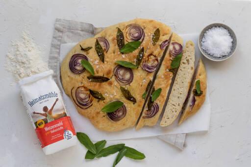 Vegetarisches Rezept: Focaccia mit Salbei und roten Zwiebeln 1