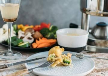 vegetarisches rezept fondue mit gemuese im bierteig 2-1032378-700-990-0