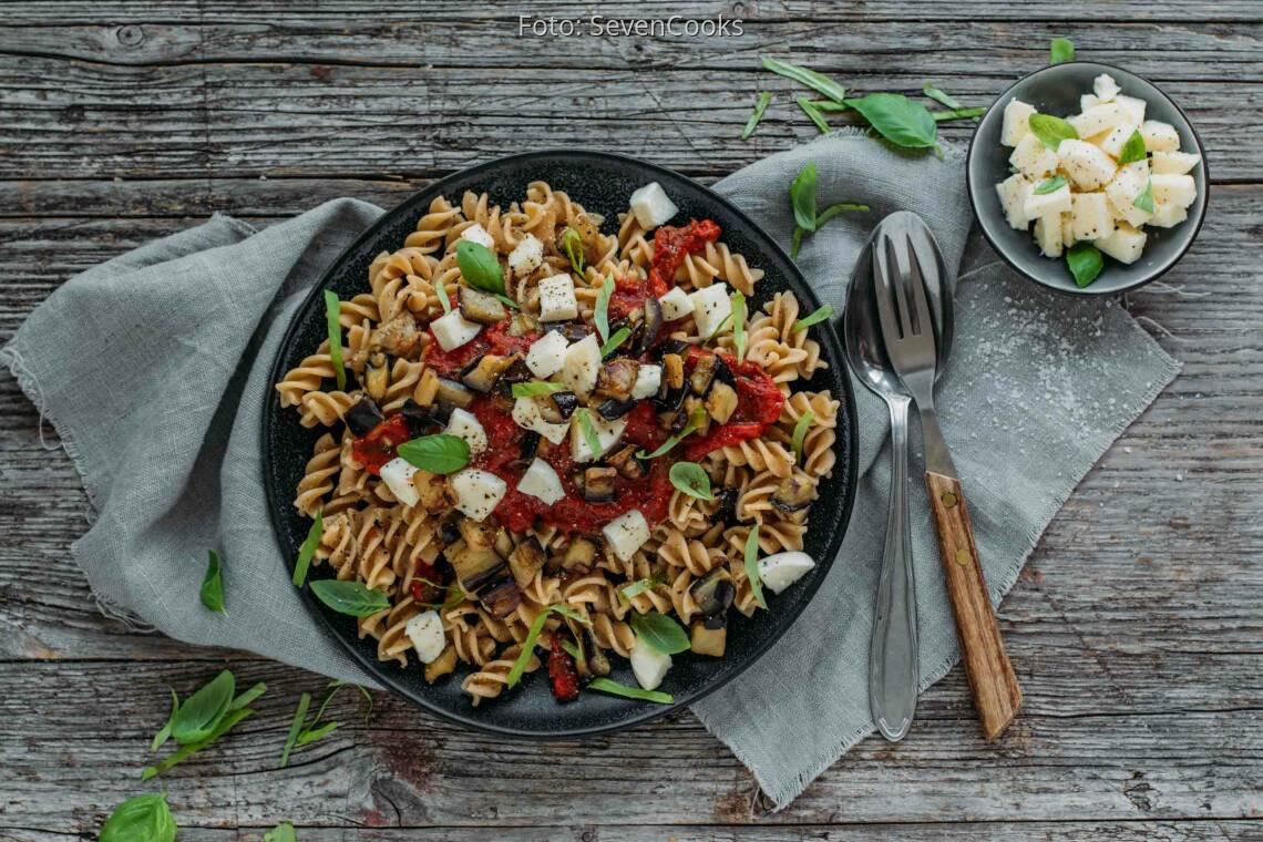 Vegetarisches Rezept: Fusilli mit Auberginen & Mozzarella 1