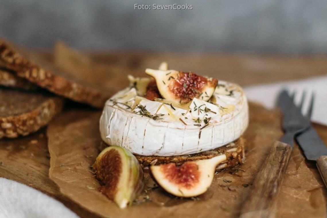 Vegetarisches Rezept: Gebackener Camembert auf Vollkornbrot_1
