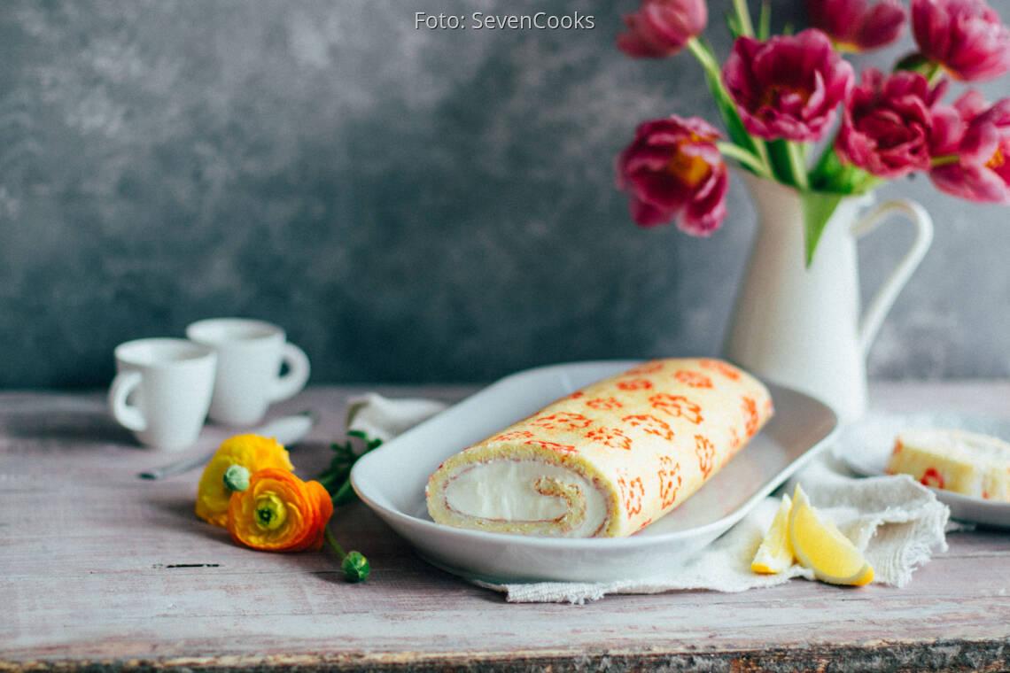 Vegetarisches Rezept: Geblümte Zitronen-Biskuitrolle
