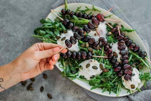 Vegetarisches Rezept: Gegrillte Traubenspieße mit Burrata 1