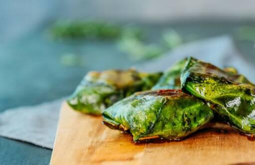 Vegetarisches Rezept: Gegrillter Feta im Kohlrabiblatt 1