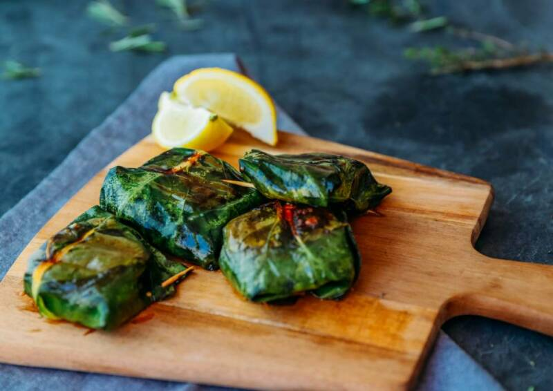 vegetarisches rezept gegrillter feta im kohlrabiblatt 2-1036054-700-990-0