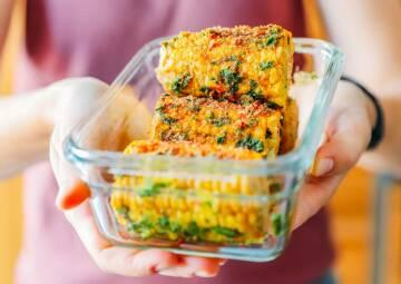 vegetarisches rezept gegrillter maiskolben in orangen curryglasur 3-1036361-700-990-0